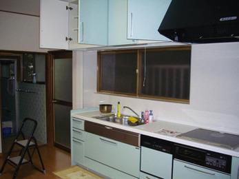 お掃除楽々便利キッチンに生まれ変わりました。