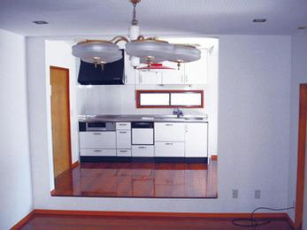 清潔感溢れるダイニングキッチンに変身。