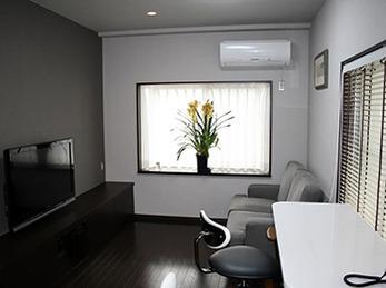 大型の薄型テレビ導入がきっかけで居間を全面改装。