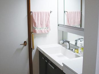 水まわりを改装後…洗面所や玄関も綺麗にしたくなったとご依頼。