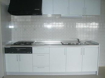 お部屋の雰囲気を明るくするキッチンへ。
