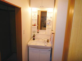 収納力UPの洗面台設置ですっきり片付いた水廻りに。