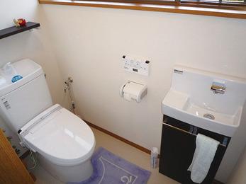 薄型の手洗いキャビネット 設置でスッキリ広々空間。