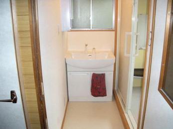 浴室改装に伴って洗面所も。明るく安全な導線に。