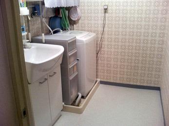 フワフワしてきた床と洗面台をリニューアル。