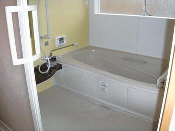 退院されるご家族の為、安全に入浴できる空間に。