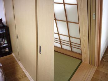 和室とリビングの開口部を広くとって空間活用。
