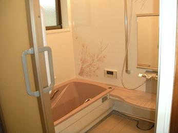 ピッタリサイズで無駄なデッドスペースを作らず広々浴室に!