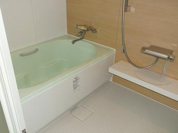 綺麗な浴槽で掃除が楽になり、気分も爽やかです。