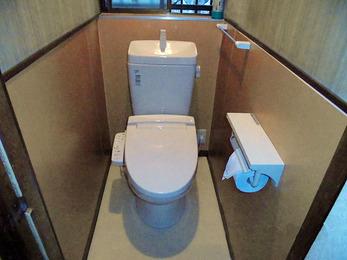 段差をなくし、温もりのあるお洒落なトイレに。