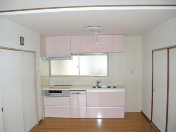 シンプルな造りで台所にきれいに納まりました。