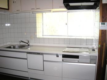スッキリとしたデザインで台所にピッタリフィット