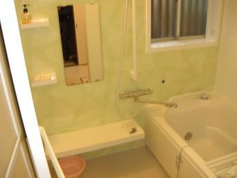 人造大理石のキレイな浴槽で快適に