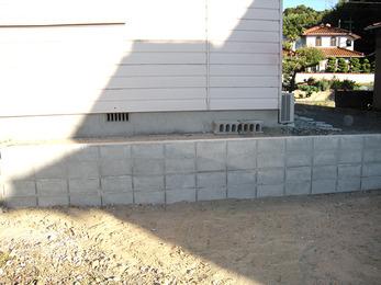ブロック塀を作り替え、崩れる心配がなくなりました。