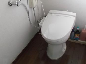 簡易水洗トイレへのウォシュレットの取付施工例