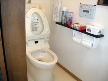 """""""とりあえず洋式""""のトイレを一新。清潔感溢れる空間に。"""