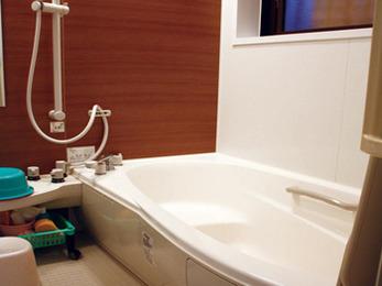 タイル補修がきっかけで浴室のリフォームを。