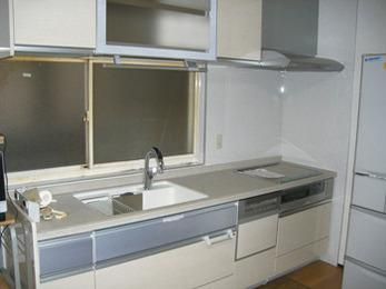 タッチレス水栓、自動昇降棚、最新式機能で便利キッチンに。