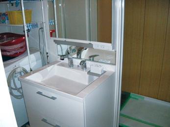 浴室改装に伴い洗面所も同時リニューアル。
