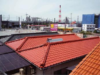 建物全体を風から守る。屋根を塗り替えて劣化を防ぐ。