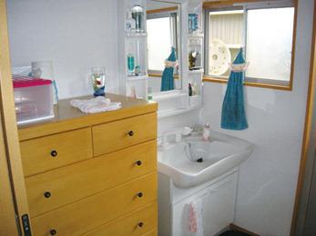 浴室改装に伴って洗面所も。使い勝手は格段に良く。