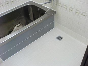 排水口まわりの床破損で床タイル全面貼替。