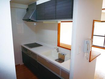 マンション既設キッチンをシックにイメージチェンジ。