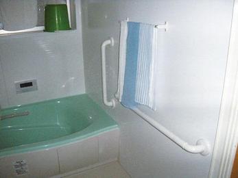 高齢のご家族が安全に快適に入浴できるお風呂に。