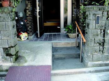 安心・安全に玄関まで。介護保険を使っての改修。