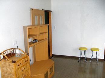 納戸と子供部屋を改築し、真新しい二世帯住宅に。