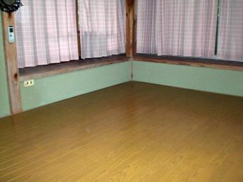 老朽化した畳を取り除きフローリングのお部屋に。