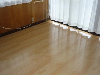 床のフワフワが解消され、しっかりとしたフローリングに。