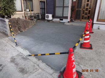 コンクリート舗装の駐車スペースが完成しました。