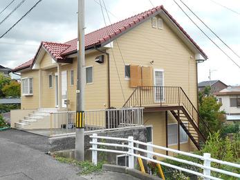 洋瓦屋根塗装と外壁塗装で家も長持ちで、安心です。