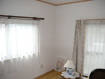 洋風の清楚な白い部屋になりました。