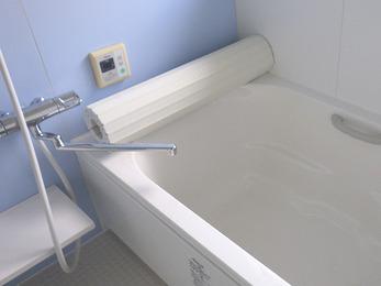 腰掛付の浴槽で安心して入浴が出来るように