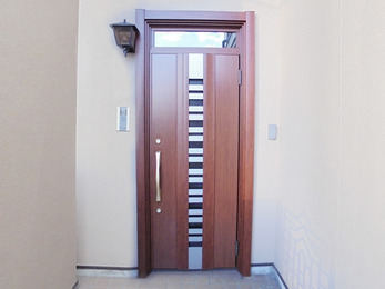 換気の出来る、通気口付きのドアへ。