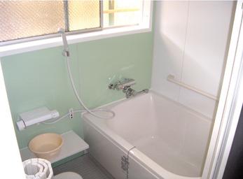暗めの浴室を一新! 明るい空間でリラックス。