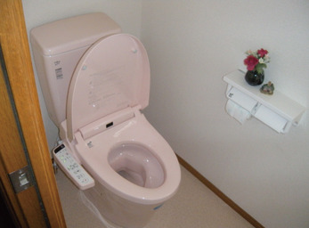 補助金を使って、 和式から洋式のトイレに。