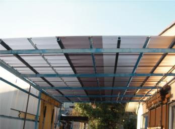 カーポートの屋根が 台風で破損し修繕。