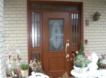 家の顔である玄関が、一日で一新。