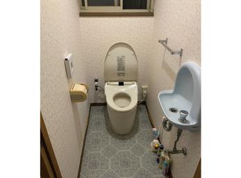 色柄フロアで華やかに。生まれ変わったトイレ。