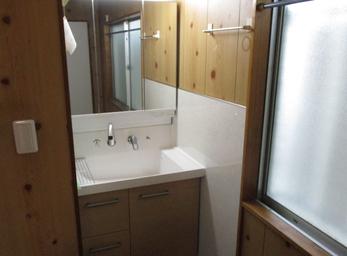 より使いやすく一新。 スッキリとした洗面所へ。