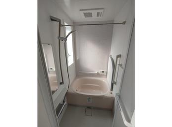 工夫でスペースを確保。 安全で使いやすい浴室へ。