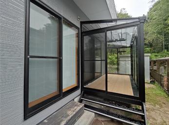 屋根の素材や日除けで暑さ対策したサンルーム