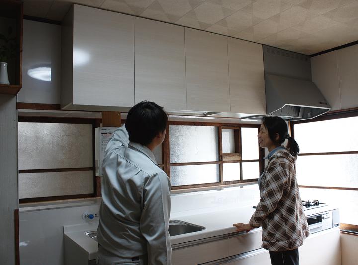 サン 下松  古くなったキッチンをシンプルに一新。